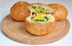 Булочки с яйцом и сыром